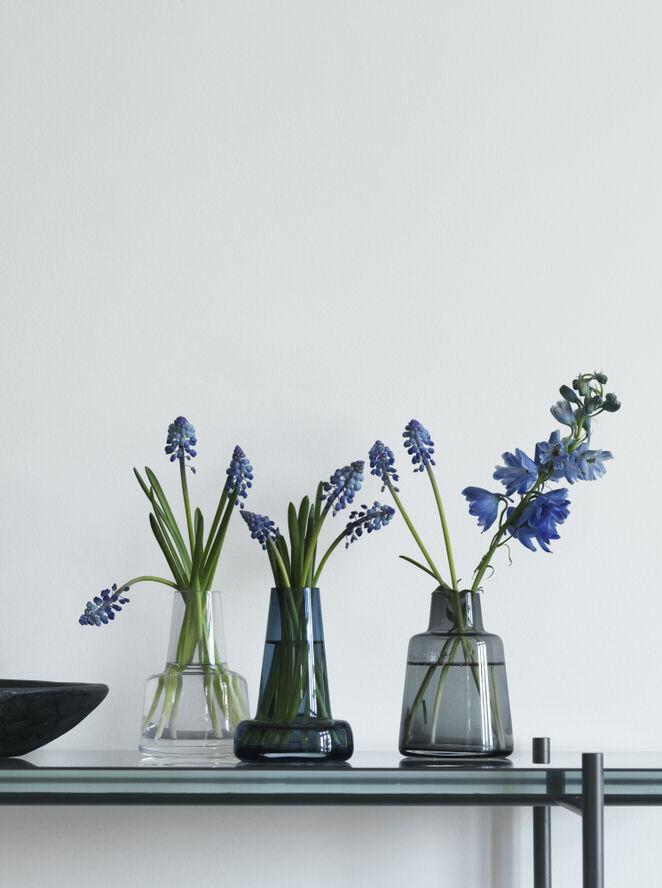 Flora Vase lang hals, blå, H 12 cm