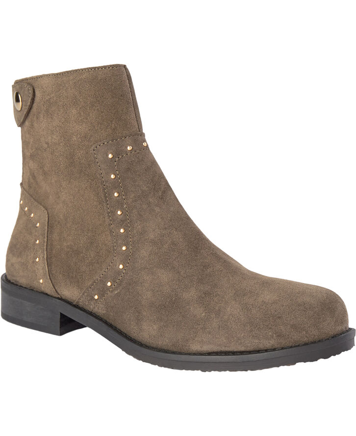 Nice boot with rivets