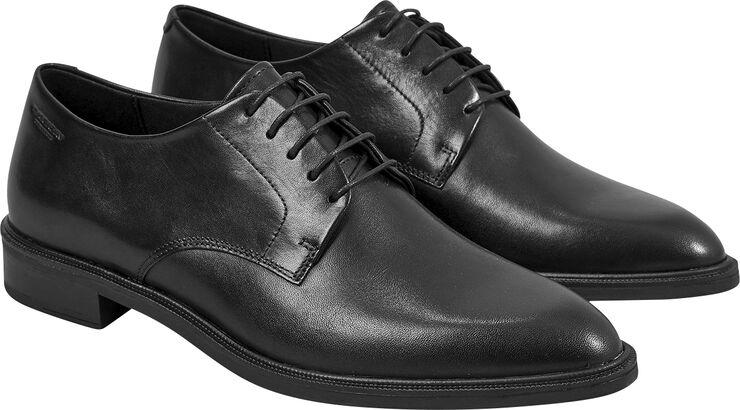 Shoes lace-up